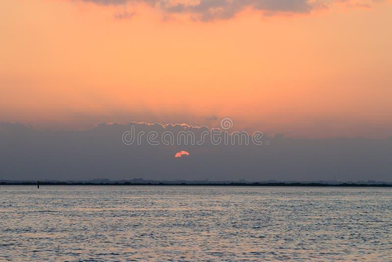 Σπάσιμο μέσω των σύννεφων στοκ εικόνα με δικαίωμα ελεύθερης χρήσης