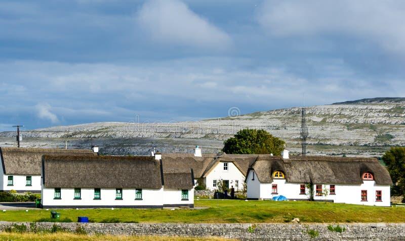 Σπίτια εξοχικών σπιτιών στην Ιρλανδία Ευρώπη στοκ φωτογραφία με δικαίωμα ελεύθερης χρήσης