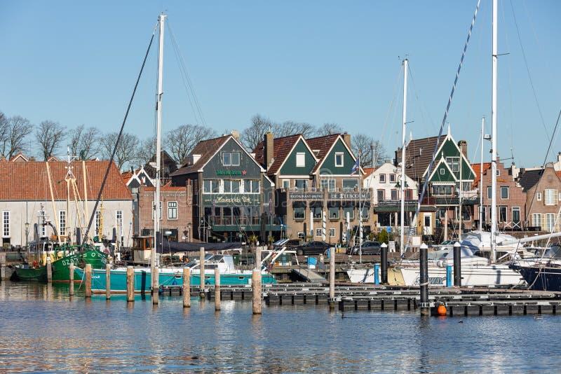 Σπίτια και λιμενικό ιστορικό ψαροχώρι Urk στις Κάτω Χώρες στοκ φωτογραφία με δικαίωμα ελεύθερης χρήσης