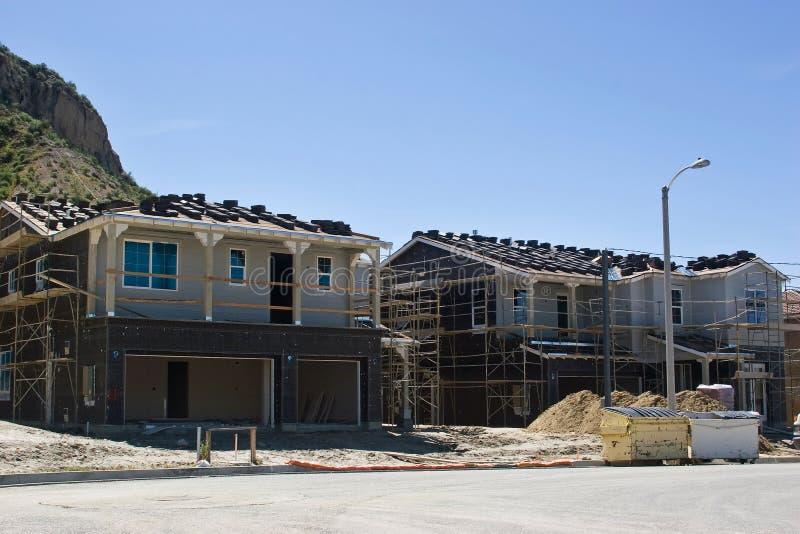 σπίτια κατασκευής κάτω στοκ φωτογραφία με δικαίωμα ελεύθερης χρήσης