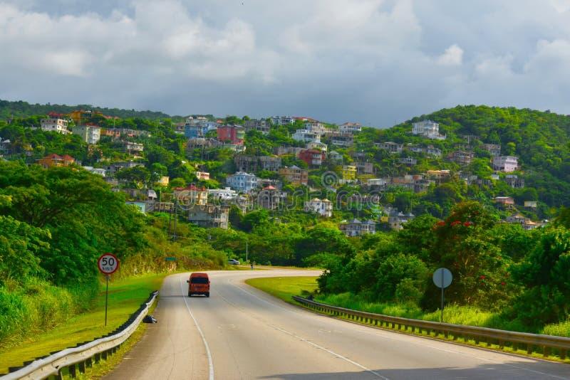 Σπίτια με μια άποψη βουνοπλαγιών στοκ φωτογραφίες