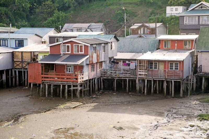 Σπίτια ξυλοποδάρων σε Castro, νησί Chiloe, Χιλή στοκ εικόνες
