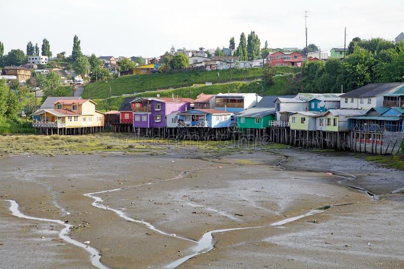 Σπίτια ξυλοποδάρων σε Castro, νησί Chiloe, Χιλή στοκ φωτογραφία