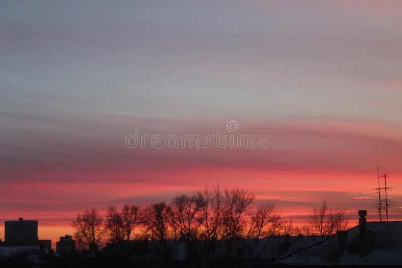 σπίτια πέρα από το ηλιοβασί&lam στοκ φωτογραφία με δικαίωμα ελεύθερης χρήσης