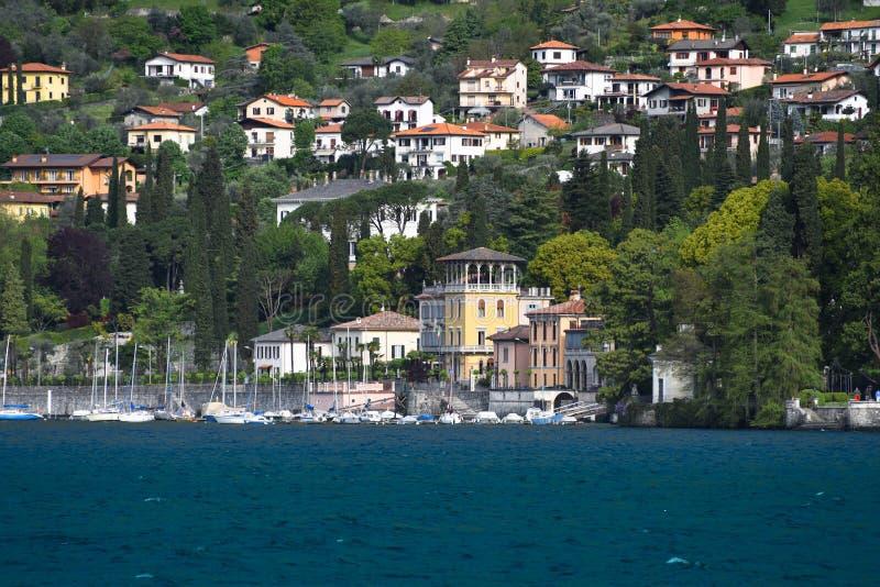 Σπίτια πολυτέλειας στη λίμνη Como στοκ εικόνες