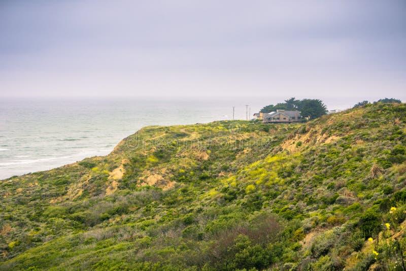 Σπίτια στην παραλία βρύου στοκ εικόνα με δικαίωμα ελεύθερης χρήσης