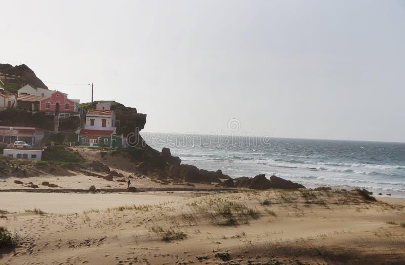 Σπίτια στην παραλία Monte Clerigo, Αλγκάρβε στοκ φωτογραφίες
