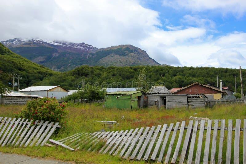 Σπίτια στη βίλα Ο ` Higgins, Carretera νότιο, Χιλή στοκ φωτογραφίες