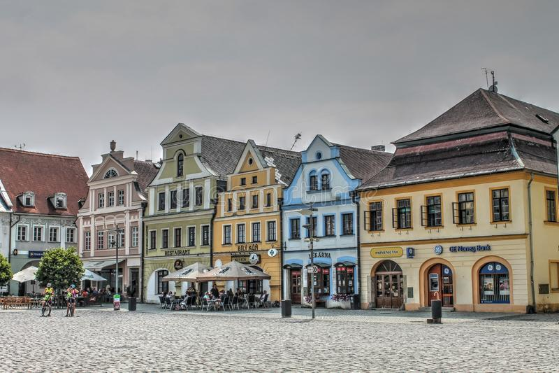 Σπίτια στη πλατεία της πόλης στη Δημοκρατία της Τσεχίας Frydlant στοκ φωτογραφία με δικαίωμα ελεύθερης χρήσης