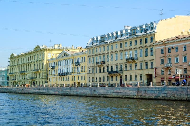 Σπίτια στον ποταμό Fontanka Πετρούπολη Άγιος στοκ εικόνα