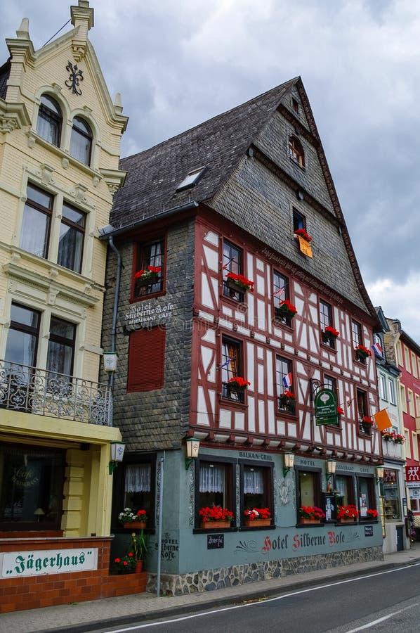 Σπίτια στο ανάχωμα του Ρήνου στο μεσαιωνικό χωριό του πνεύματος Sankt Goar στοκ φωτογραφία με δικαίωμα ελεύθερης χρήσης