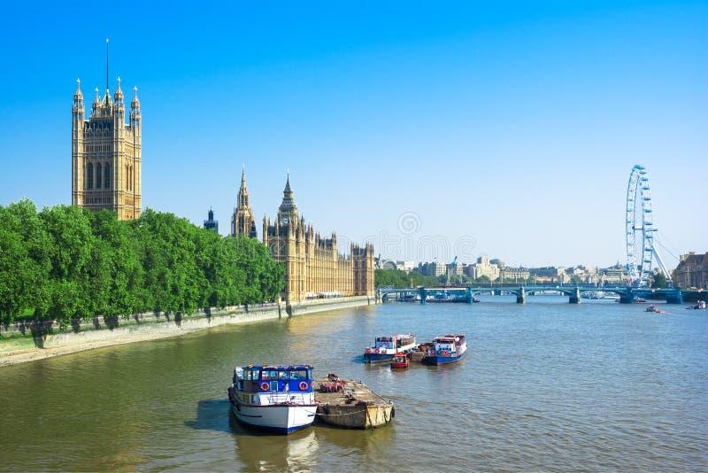 Σπίτια του Κοινοβουλίου και του ποταμού του Τάμεση, Λονδίνο, UK στοκ φωτογραφίες με δικαίωμα ελεύθερης χρήσης