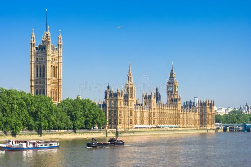 Σπίτια του Κοινοβουλίου και του ποταμού του Τάμεση Λονδίνο UK στοκ εικόνα