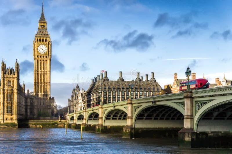 Σπίτια του ΛΟΝΔΙΝΟΥ, UK του παλατιού του Γουέστμινστερ aka του Κοινοβουλίου στοκ εικόνα με δικαίωμα ελεύθερης χρήσης