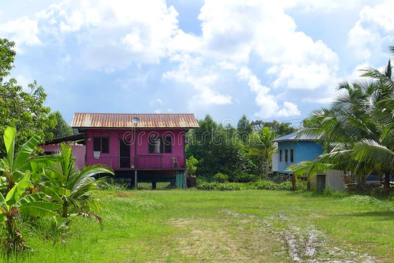 Σπίτια του χωριού ξυλοποδάρων της Μαλαισίας, ζωηρόχρωμα στοκ εικόνες με δικαίωμα ελεύθερης χρήσης