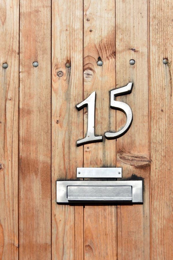 Σπίτι αριθμός 15 στην πόρτα με το μετα κιβώτιο στοκ εικόνα με δικαίωμα ελεύθερης χρήσης