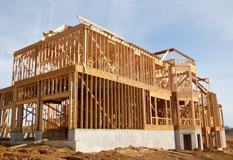 σπίτι γκαράζ κατασκευής &alp στοκ φωτογραφίες με δικαίωμα ελεύθερης χρήσης