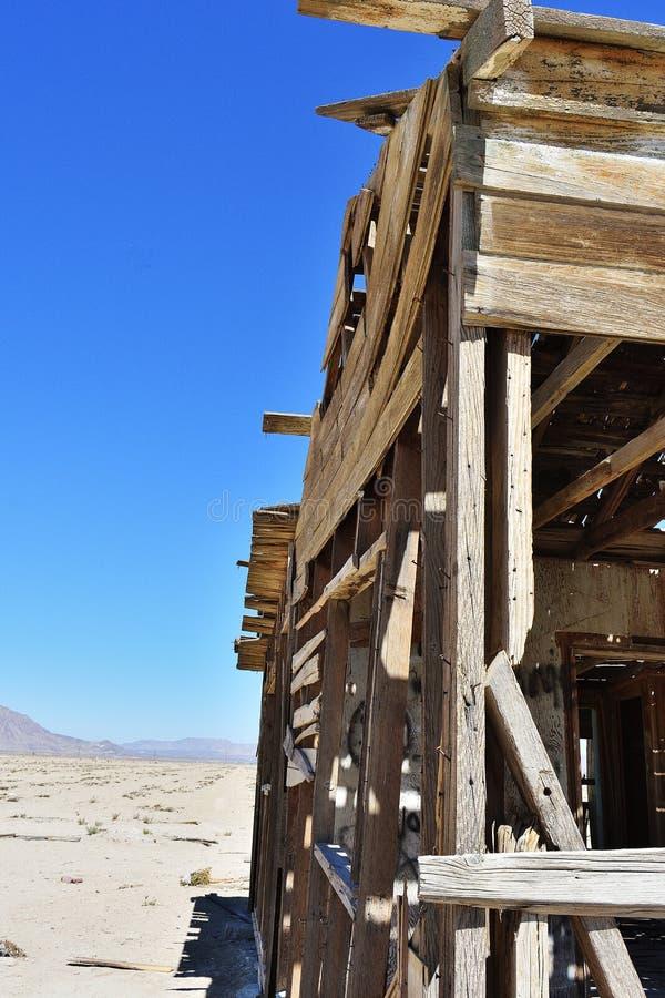 σπίτι ερήμων που καταστρέφεται στοκ εικόνα με δικαίωμα ελεύθερης χρήσης