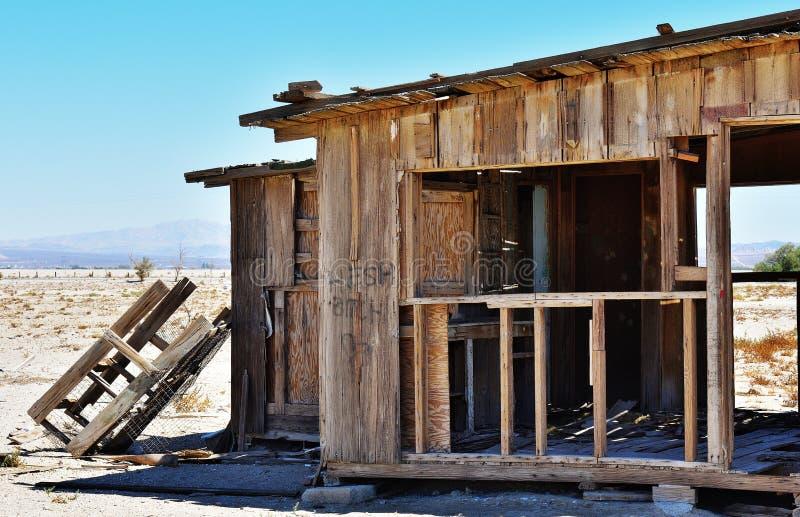 σπίτι ερήμων που καταστρέφεται στοκ εικόνα