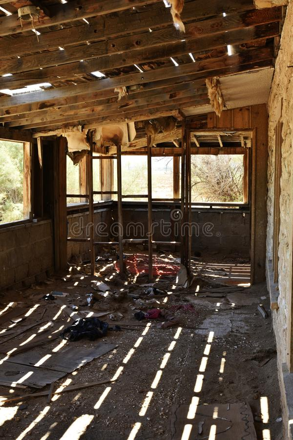 σπίτι ερήμων που καταστρέφεται στοκ εικόνες