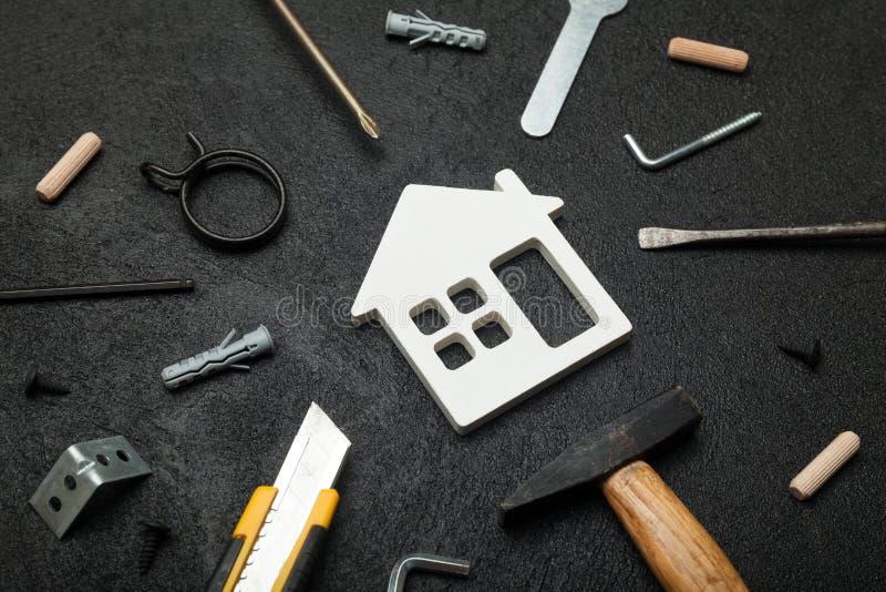 Σπίτι ιδιοκτησίας συντήρησης, ανακαίνιση κατασκευής Οικονομικά χρήματα επένδυσης χρηματοδότησης στοκ φωτογραφία με δικαίωμα ελεύθερης χρήσης
