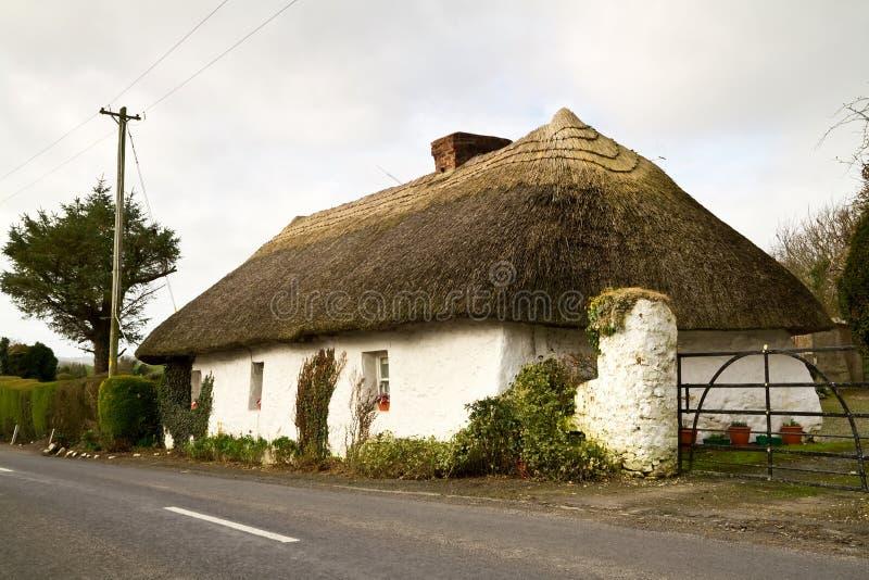 σπίτι ιρλανδικά εξοχικών σ& στοκ φωτογραφίες με δικαίωμα ελεύθερης χρήσης