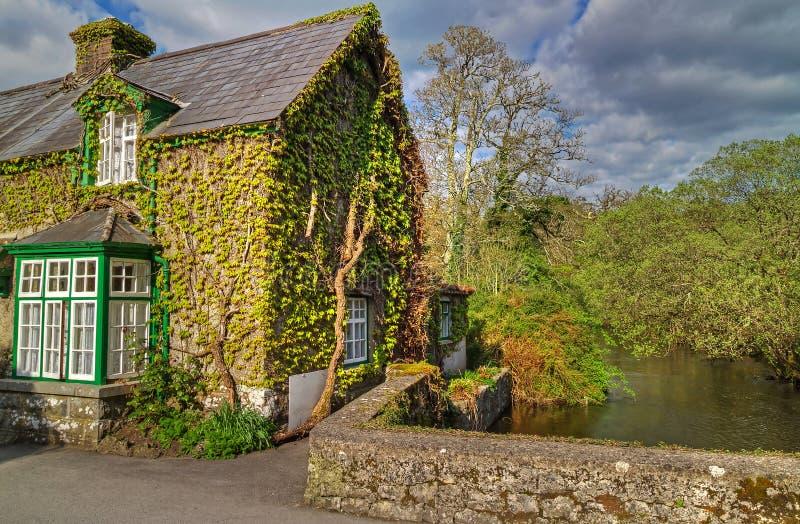 σπίτι ιρλανδικά εξοχικών σ& στοκ εικόνες με δικαίωμα ελεύθερης χρήσης