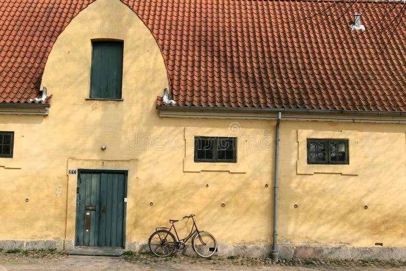 σπίτι κίτρινο στοκ φωτογραφία