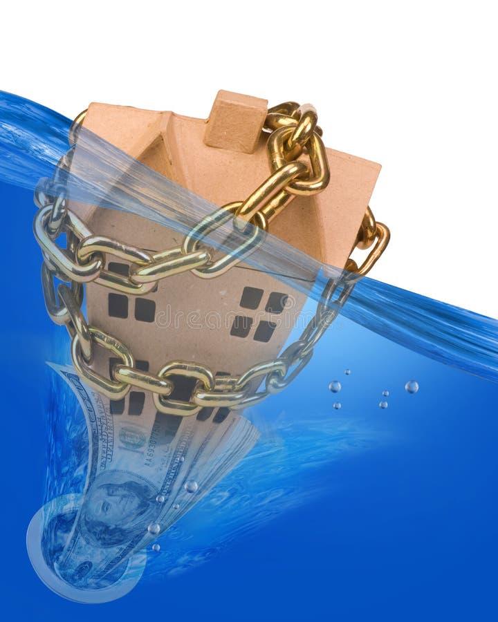 Σπίτι και χρήματα που πηγαίνουν κάτω από το βούλωμα στοκ εικόνα