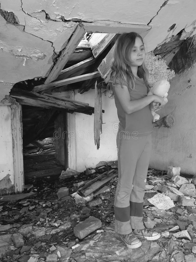 σπίτι κοριτσιών που φοβάτ&alpha στοκ φωτογραφία με δικαίωμα ελεύθερης χρήσης