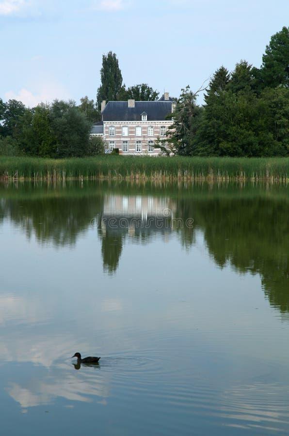 Σπίτι λιμνών στοκ εικόνα με δικαίωμα ελεύθερης χρήσης