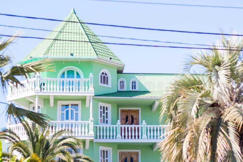 Σπίτι με τις στήλες στοκ φωτογραφία