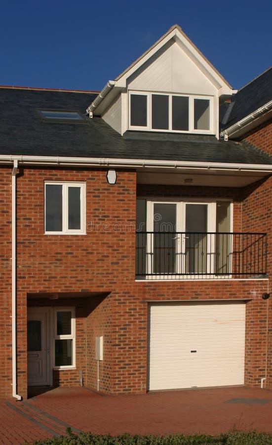 Download σπίτι νέο στοκ εικόνα. εικόνα από σπίτι, μπαλκονιών, πλινθοδομής - 1536667