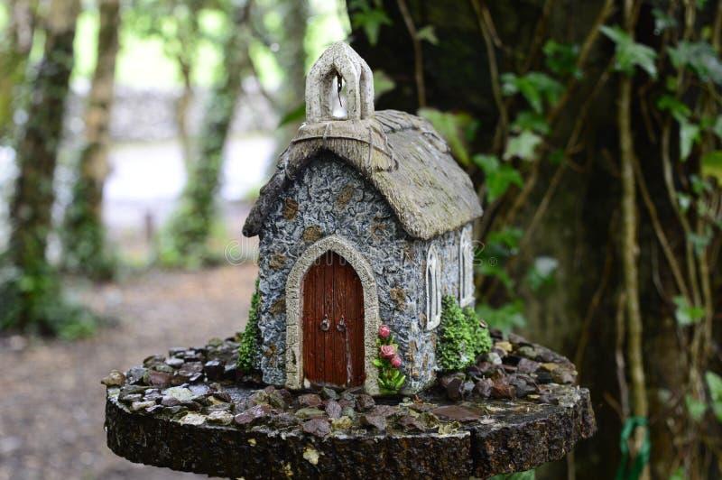 Σπίτι νεράιδων στο δέντρο στοκ εικόνα