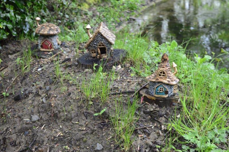 Σπίτι νεράιδων στο δέντρο στοκ εικόνα με δικαίωμα ελεύθερης χρήσης