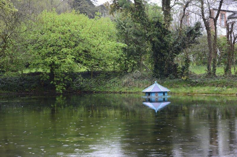 Σπίτι νεράιδων στο νερό στοκ εικόνες