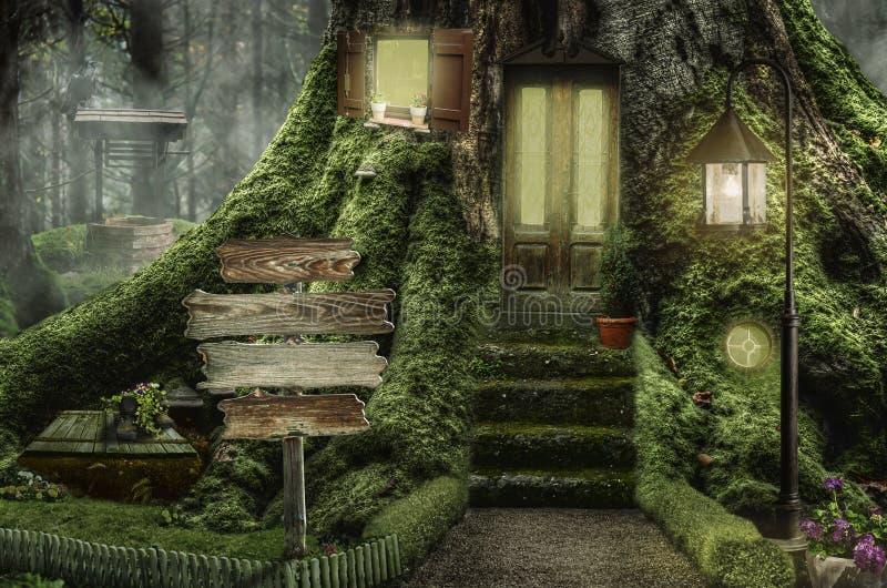 Σπίτι νεράιδων (κολόβωμα) στοκ φωτογραφίες με δικαίωμα ελεύθερης χρήσης