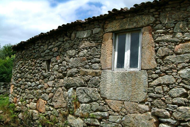 Download σπίτι παλαιό στοκ εικόνες. εικόνα από υπαίθριος, χλόη, μεσαιωνικός - 386828