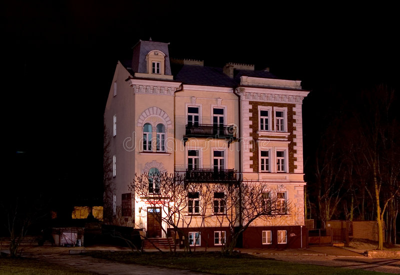 Download σπίτι παλαιό στοκ εικόνες. εικόνα από νύχτα, windows, αρχιτεκτονικής - 89062