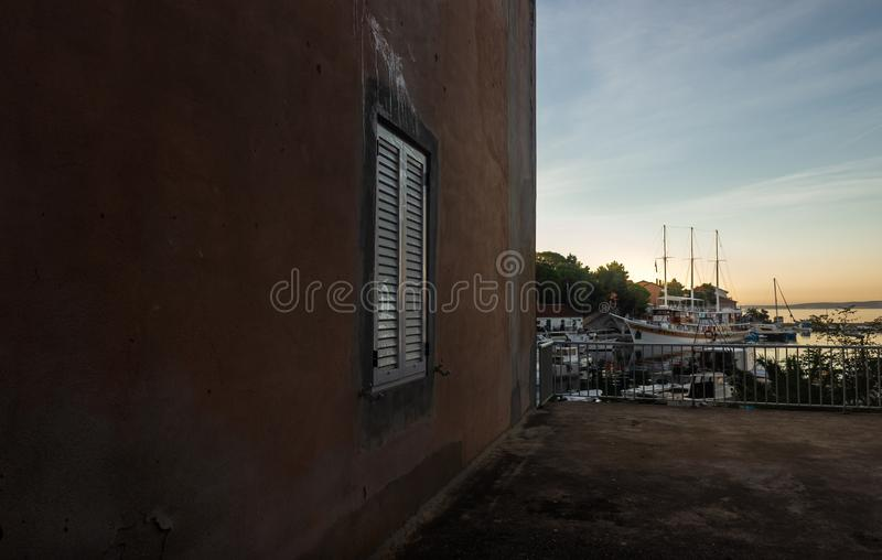 Σπίτι παραλιών με στενό επάνω παραθύρων στοκ φωτογραφία με δικαίωμα ελεύθερης χρήσης