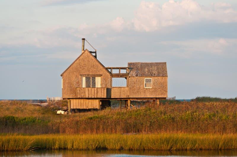 Σπίτι παραλιών σε ένα νησί εμποδίων που αντιμετωπίζει το Βόρειο Ατλαντικό στοκ φωτογραφίες με δικαίωμα ελεύθερης χρήσης