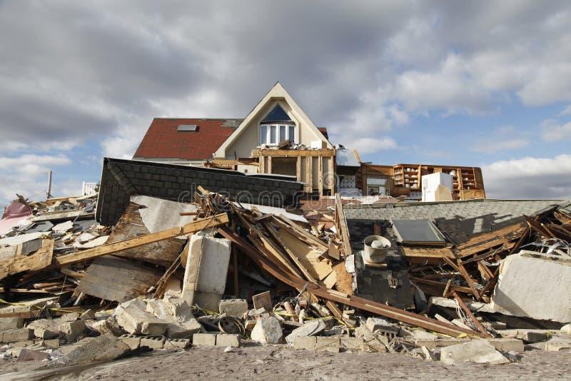 Σπίτι παραλιών στη συνέπεια του τυφώνα αμμώδη σε μακρινό Rockaway, Νέα Υόρκη στοκ εικόνα με δικαίωμα ελεύθερης χρήσης