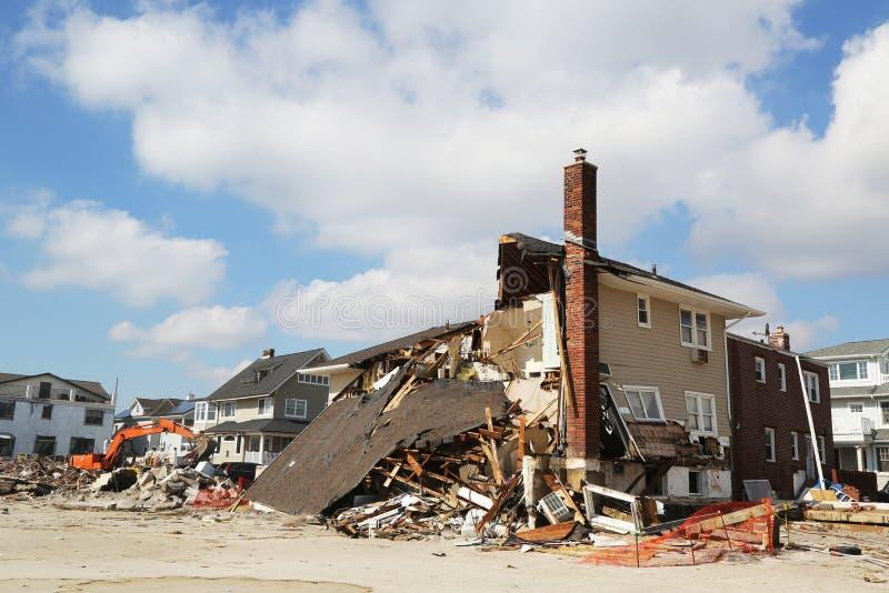 Σπίτι παραλιών τρεις μήνες μετά από του τυφώνα αμμώδους σε μακρινό Rockaway, Νέα Υόρκη στοκ εικόνα με δικαίωμα ελεύθερης χρήσης