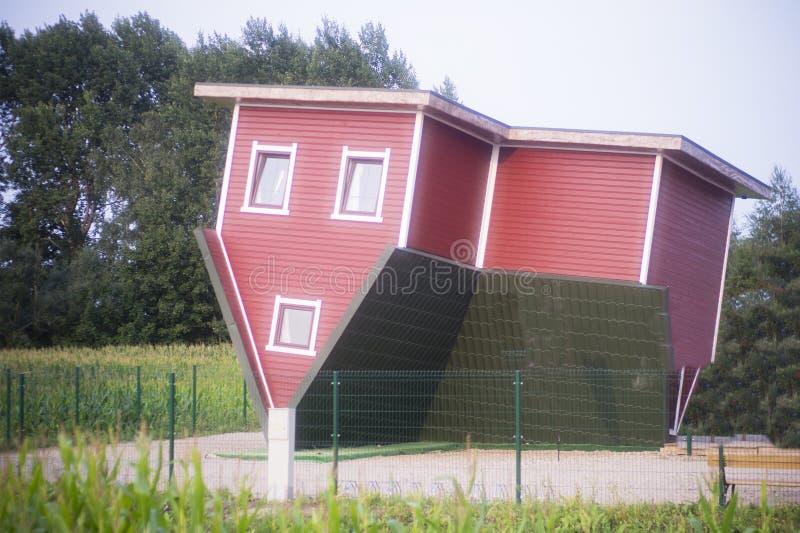 Σπίτι που αντιστρέφεται στοκ εικόνα