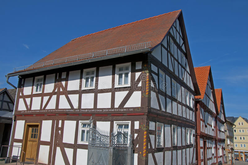 σπίτι που εφοδιάζεται με ξύλα μισό στοκ φωτογραφία με δικαίωμα ελεύθερης χρήσης