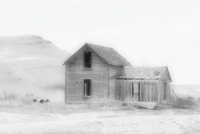 Σπίτι που παίρνεται από τη φύση στοκ φωτογραφίες με δικαίωμα ελεύθερης χρήσης