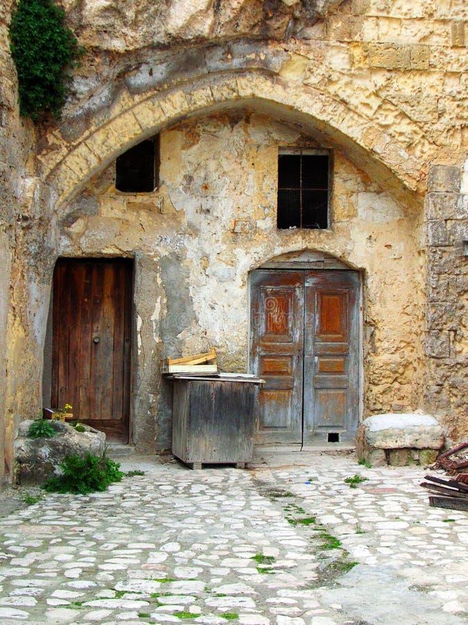 σπίτι προαυλίων παλαιό στοκ εικόνες