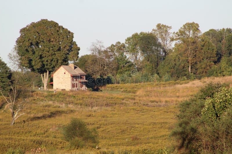 Σπίτι σε έναν λόφο στοκ εικόνα με δικαίωμα ελεύθερης χρήσης