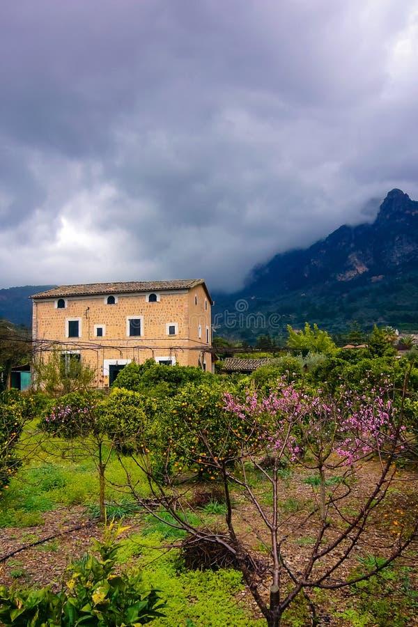 Σπίτι σε ένα χωριό στοκ εικόνες