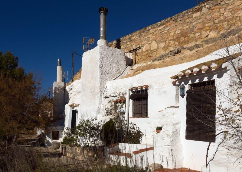 Σπίτι-σπηλιές κατοικιών που χτίζονται στο υποστήριγμα τσιντσιλά στοκ φωτογραφίες
